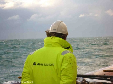 Aker Solutions Offshore Oil And Gas Subsea Worker