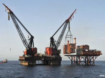 BP Hutton Decommissioning By Heerema Barge Prior To Recycling At Able UK