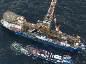 Noble Discoverer Drill Rig, During Drilling Operations For Shell Off Alaska