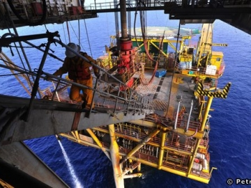 Drilling Team Leaving The Petronas Angsi Platfrom
