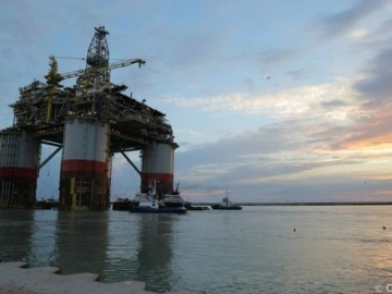 Chevron's Bigfoot Offshore Platform Begin Towed Into Shipyard