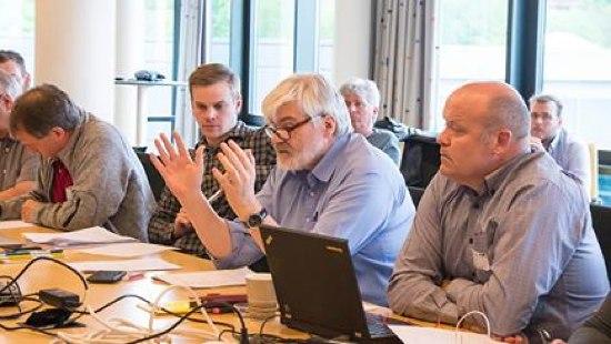 Industri Energi Staff During Wage Talks