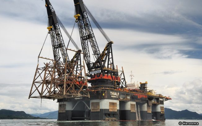 Heerema Thialf Heavy Lift Crane Barge