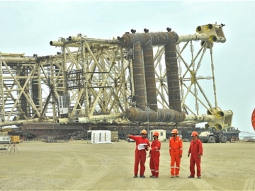 Latest BP Offshore Platform Sails To Shah Deniz