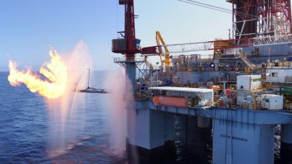 Carnarvon surges on gas test results