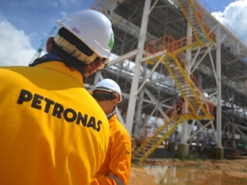 Petronas Mulls Exit from Canadian LNG Venture