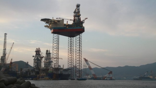 WATCH: Maersk Drilling Rig Jacked Up in South Korea